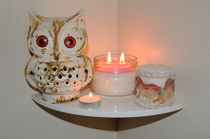 Easy Corner Shelf Inner White - CornerMate Floating Corner Shelves DIY Shelving Candles Home Decor Owl Flame Candle Shelf